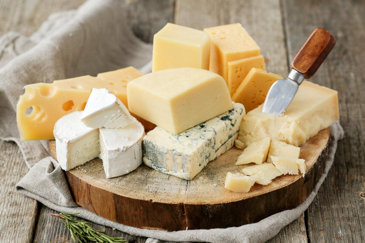 В 1815 году в Швейцарии была основана первая в мире фабрика по производству сыра / фото REUTERS