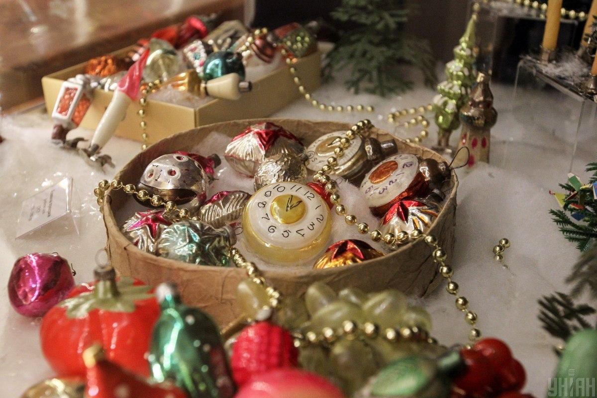 Дом накануне Нового года лучше всего украсить нежным и светлым декором / Фото УНИАН