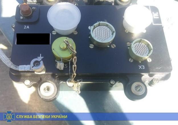Иностранец спрятал среди личных вещей запчасти для вертолета на 100 тыс. долларов / Фото: СБУ