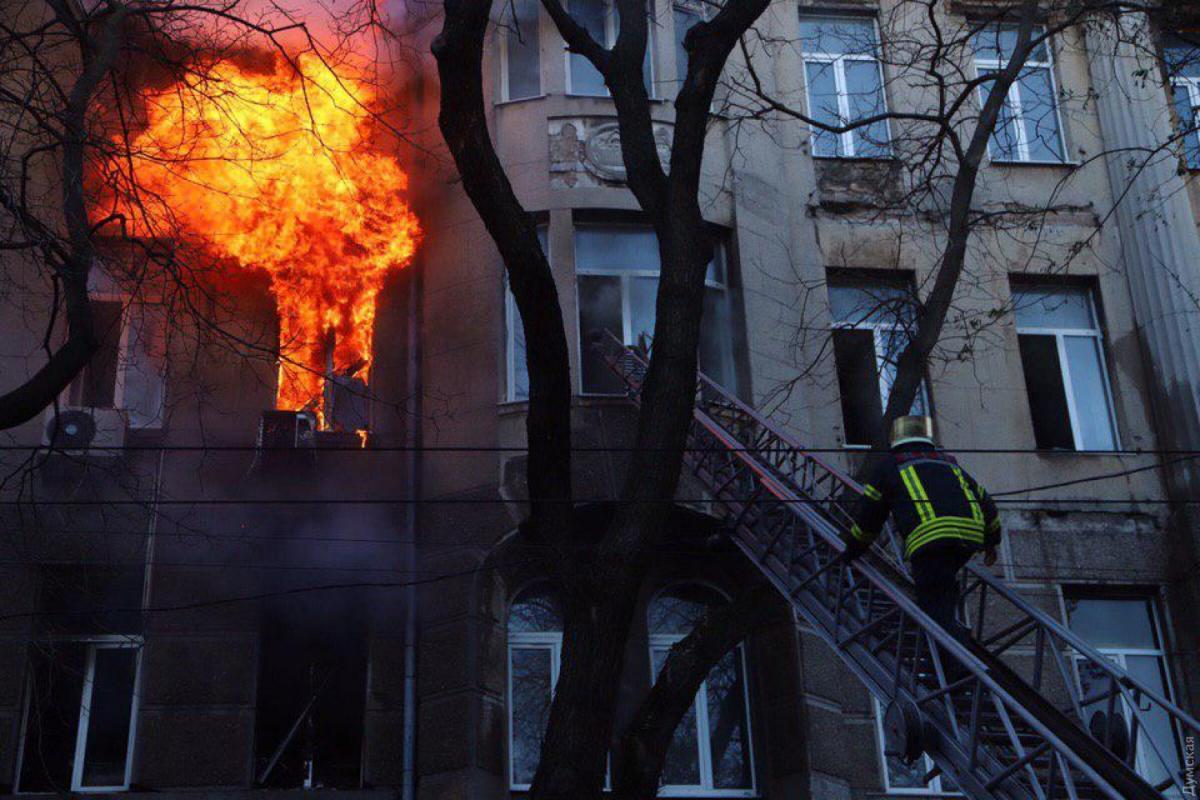Один человек погиб, 25 пострадали в результате пожара в колледже / фото: Думская
