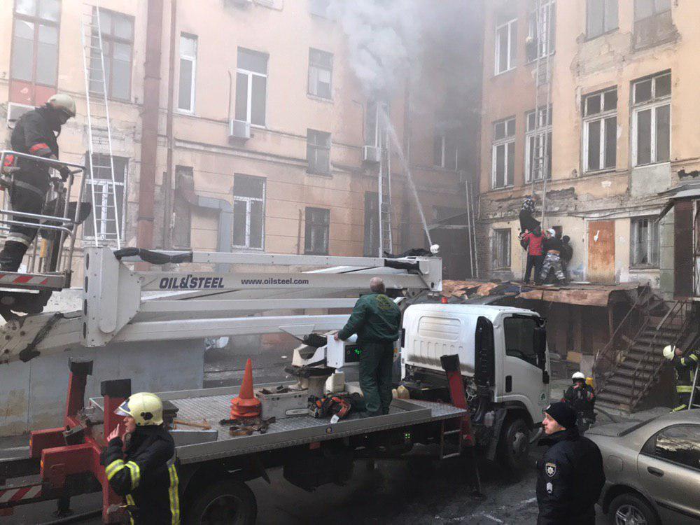 Пожар в колледже в Одессе к этому времени еще не потушили / od.dsns.gov.ua
