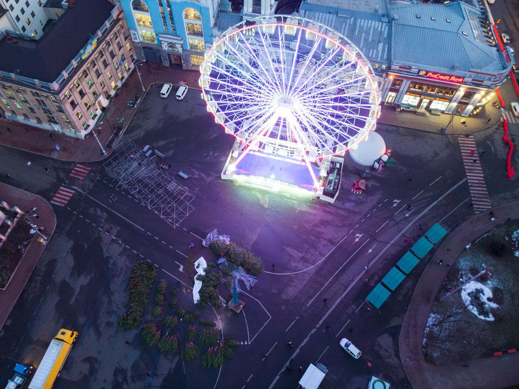 Ялинка на площі буде поряд із колесом огляду / фото: kiev.informator.ua