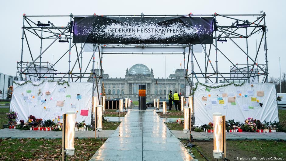 Меморіал був встановлений перед парламентом у Берліні / dw.com