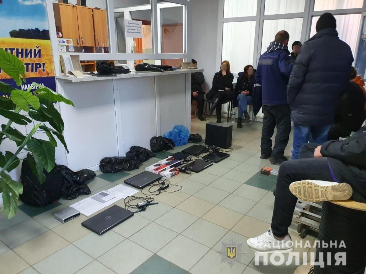 Правоохранители проводили обыски в нескольких офисах интернет-провайдера / mvs.gov.ua