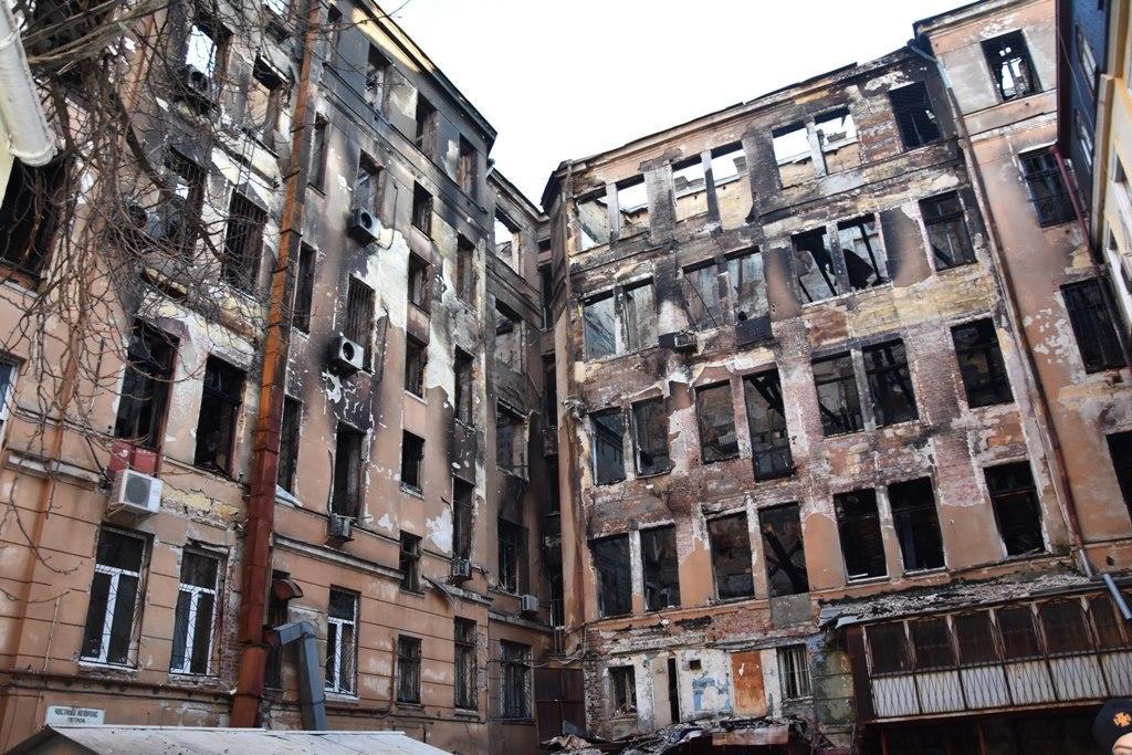В здании сгоревшего коледжа продолжаются оперативно-спасательные работы / facebook.com/MNS.GOV.UA