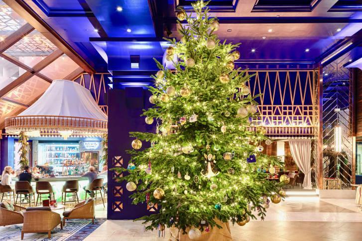 Самая дорогая елка установлена в Испании \ Kempinski Hotel Bahia