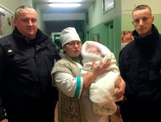 Дитину негайно відвезли у медичний заклад, де її оглянули лікарі / facebook.com/khersonpolice.official