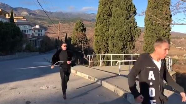 Актор Олексій Панін приїхав доокупованогоРосією Криму / скріншот з відео