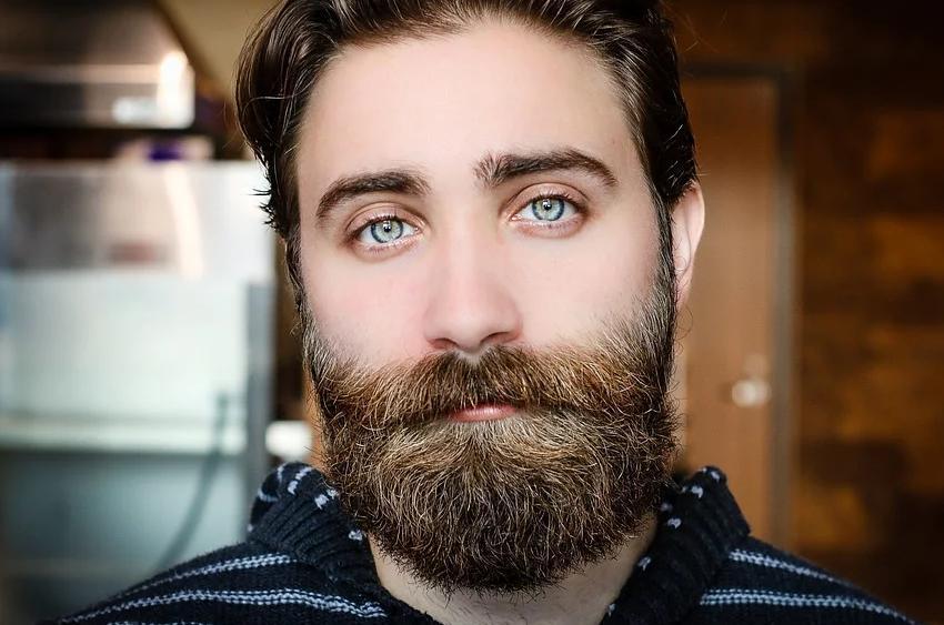Лікар розповів, як можуть нашкодити взимку вуса йборода / фото pixabay.com