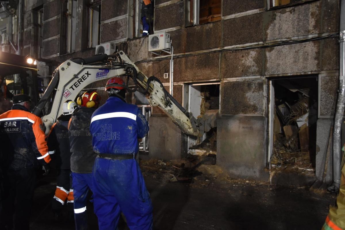 7 декабря в 00:40 во время разбора завалов обнаружено тело 1 человека / facebook.com/MNS.GOV.UA