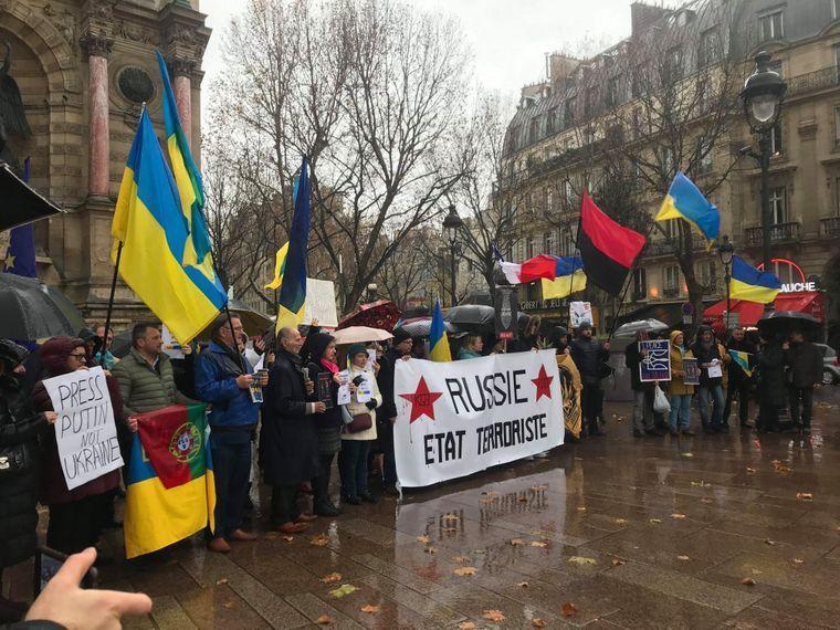 Украинская диаспора вышла на митинг в Париже / фото Анна Гармаш