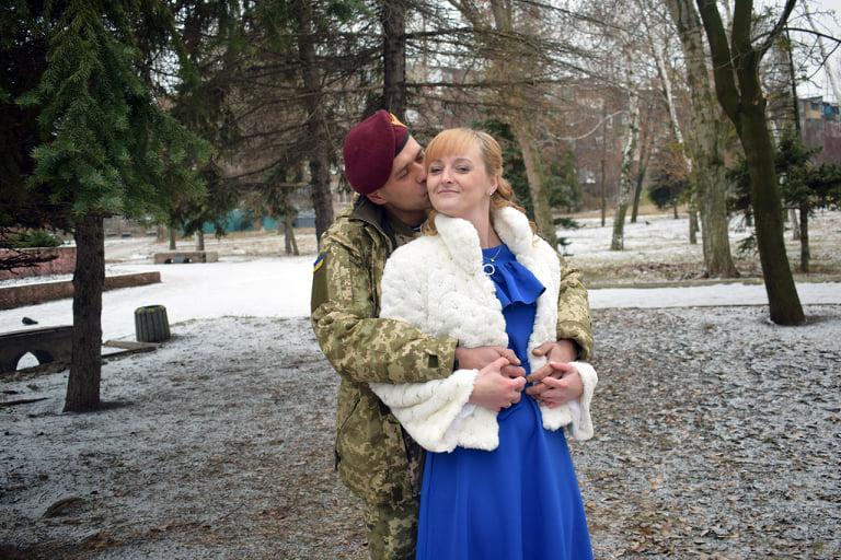 Роман в красно-черных тонах закончился свадьбой / фото из личного архива Виктории и Анатолия