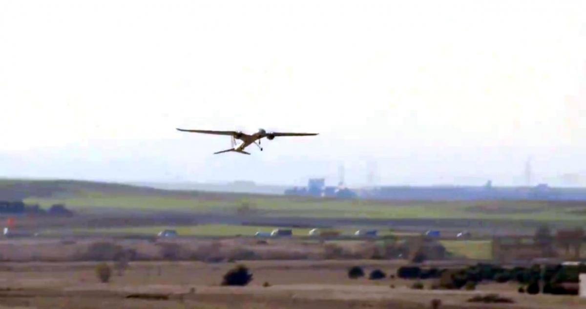 Размах крыльев БПЛА Akinci составляет 20 м, максимальный взлетный вес – 4500 кг \ скриншот с видео