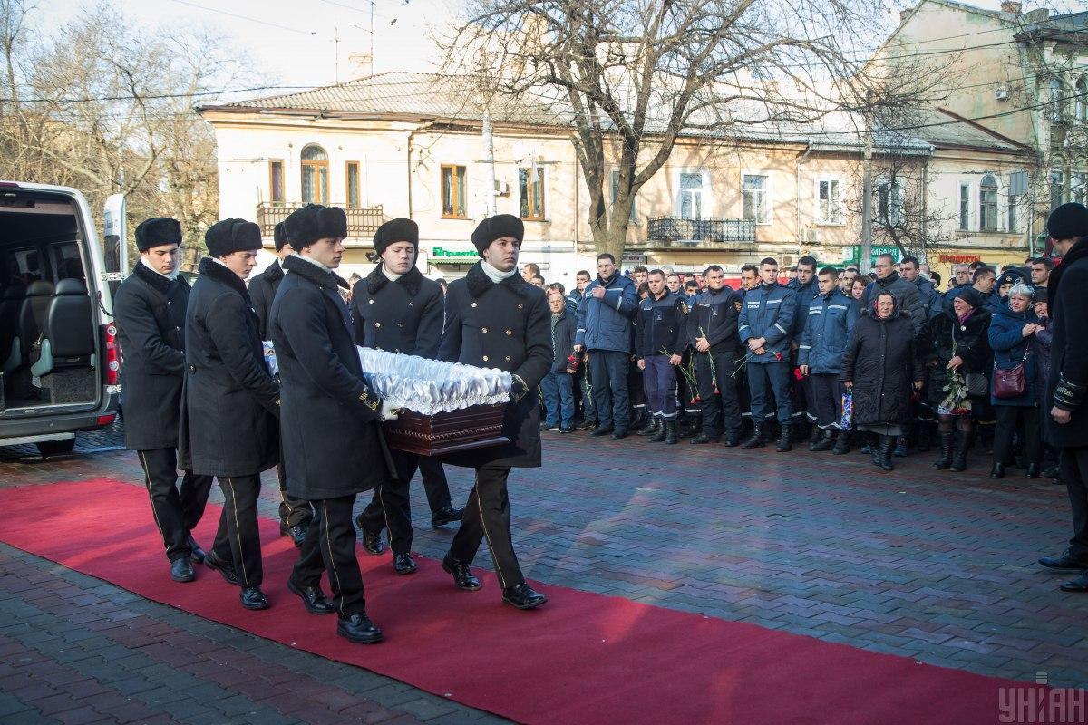 В Одессе простились с погибшим спасателем \ УНИАН