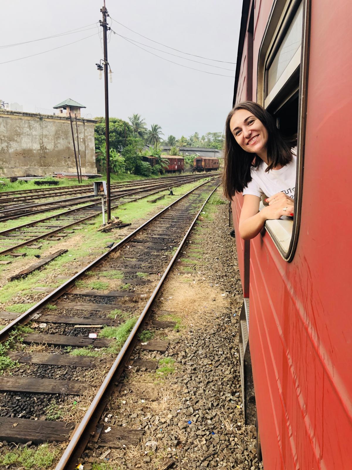 Выглядывать из поезда нужно осторожно / Фото Вероника Кордон