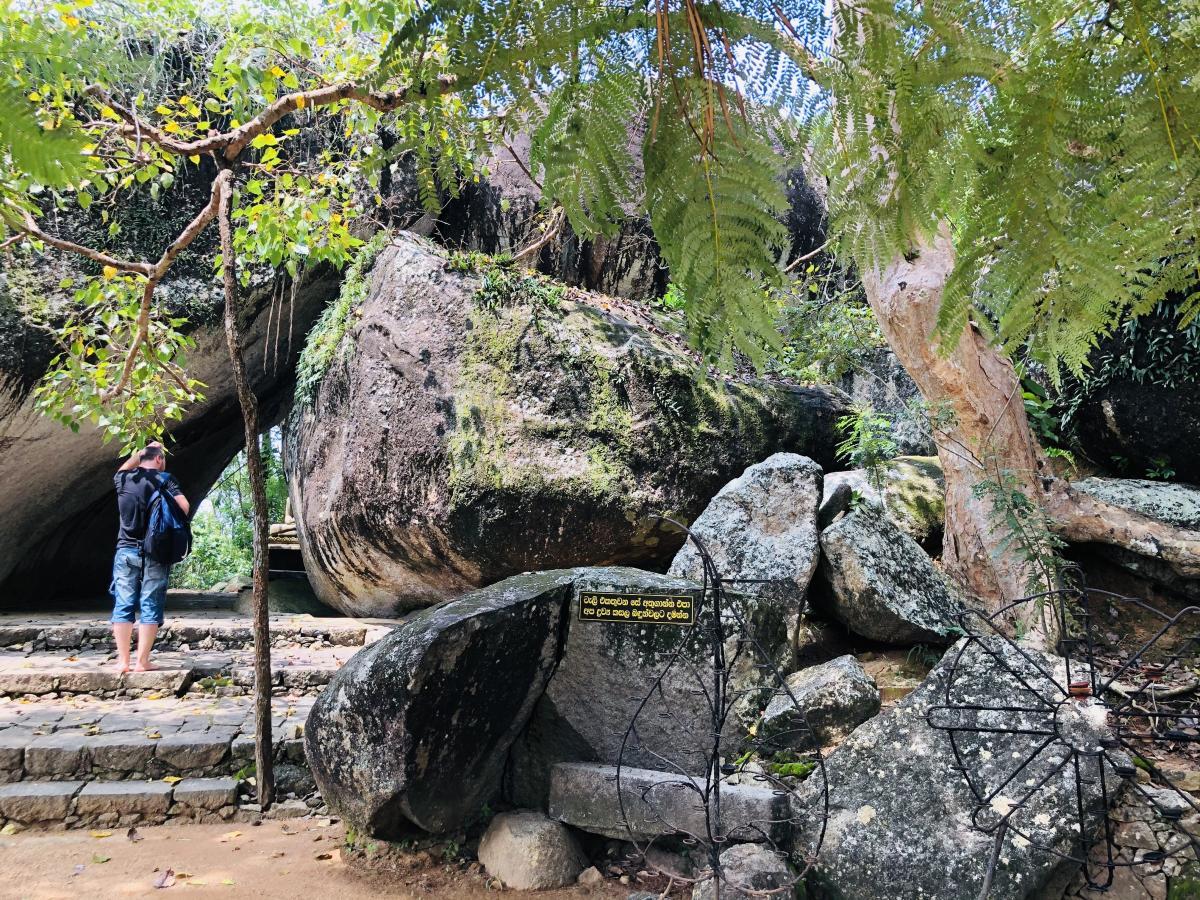 Храм в скале Ятагала / Фото Вероника Кордон