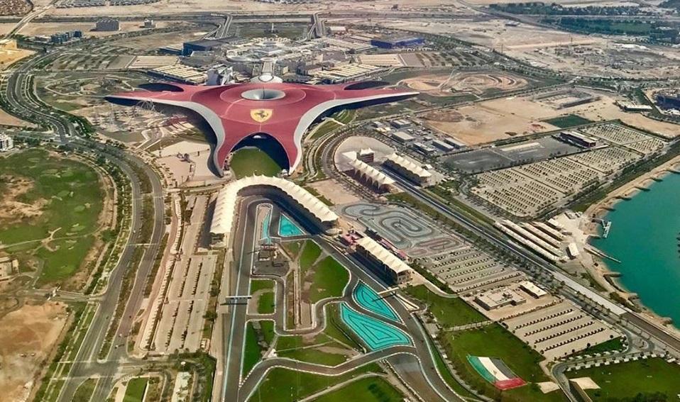 Ferrari World побудований на штучному острові Яс в Абу-Дабі \ Ferrari World Abu Dhabi