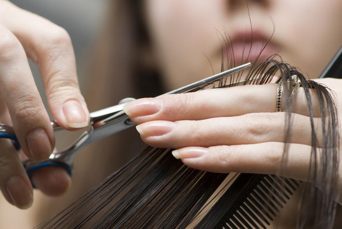 Если сделать стрижку во время растущей Луны, то волосы будут расти намного быстрее / фото: kosmetic.com.ua