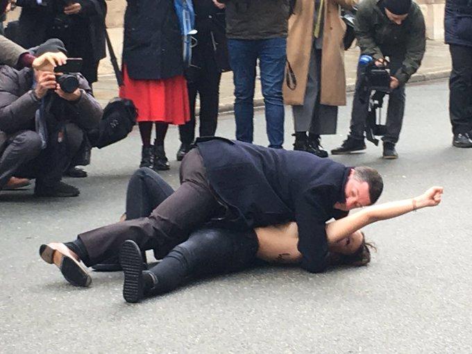 Обеих активисток задержали / фото twitter.com/ZDFparis