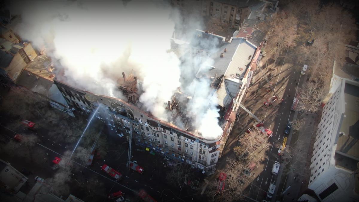 Активісти і юристи вважають, що пожежу спричинив підпал. Адже на шостому поверсі будівлі згорів архів БТІ