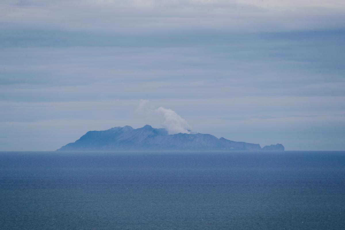 Извержение вулкана в Новой Зеландии / REUTERS