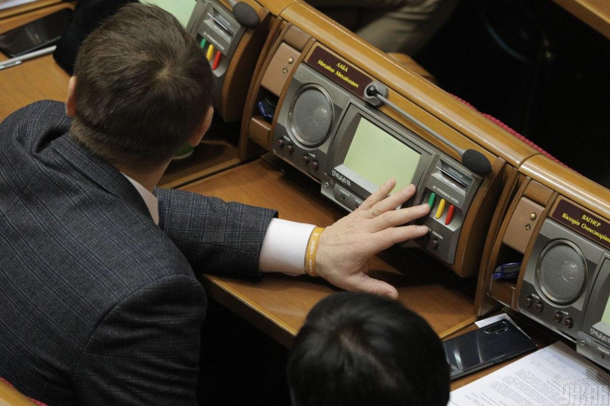За принятие проекта законаво втором чтении и в целом проголосовали 276 народных депутатов / фото УНИАН, Владимир Гонтар
