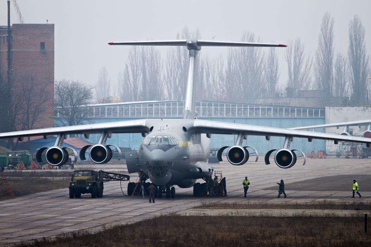 Іл-76МД оновлюють на заводі у Миколаєві / фото: Арміяinform