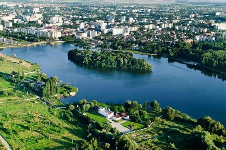 Остров любви превратят в туристическую локацию / фото: khm.gov.ua