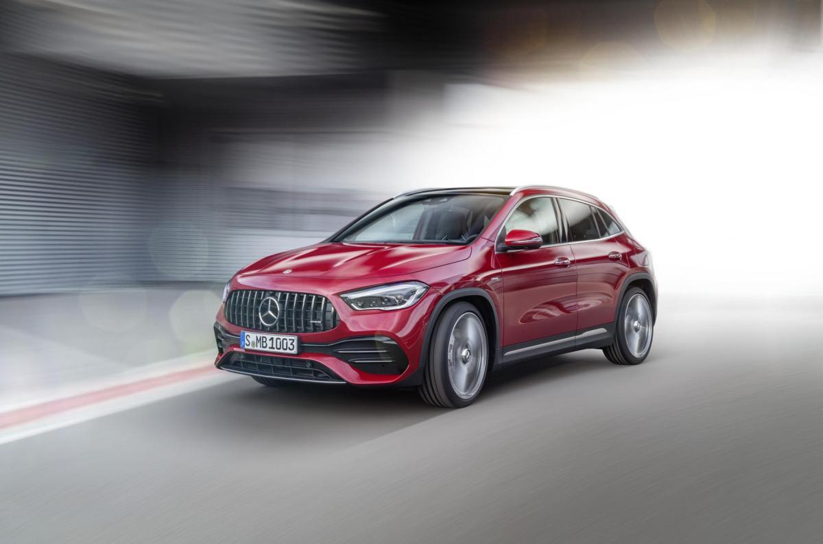 Стандартным для новинки стал полный привод / фото Mercedes-Benz