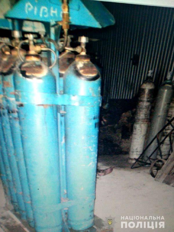 Взрыв произошел в помещении, где находились баллоны с углекислым газом / Фото: Нацполіція
