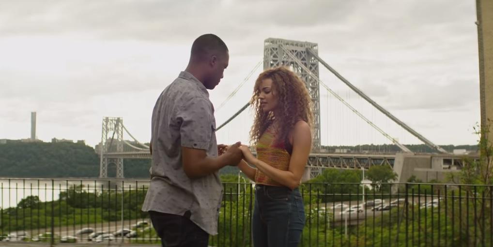 В центре сюжета -истории жителей нью-йоркского района Вашингтонские высоты \ Скриншот видео