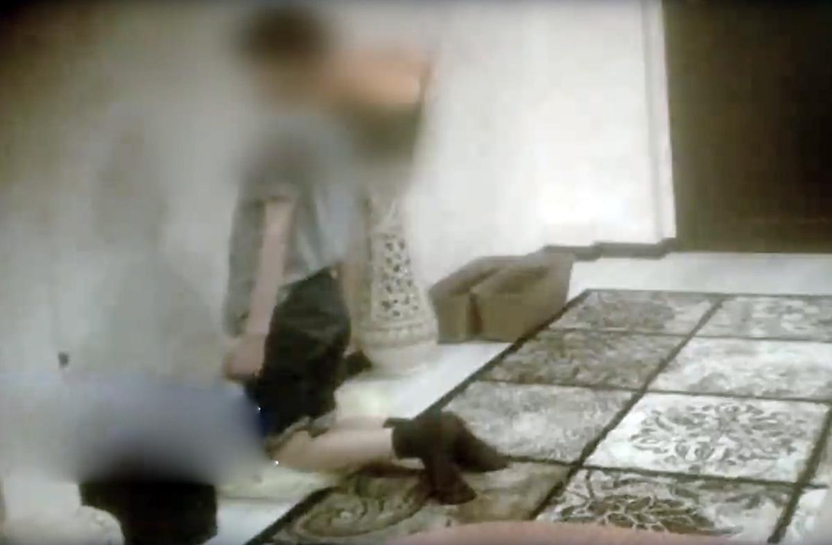 Потерпілого забрали медики для видалення струпів гречки / Скріншот