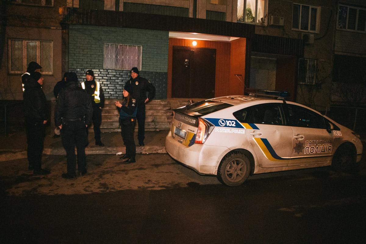 В Киеве мужчина без причины напал на патрульных / Информатор