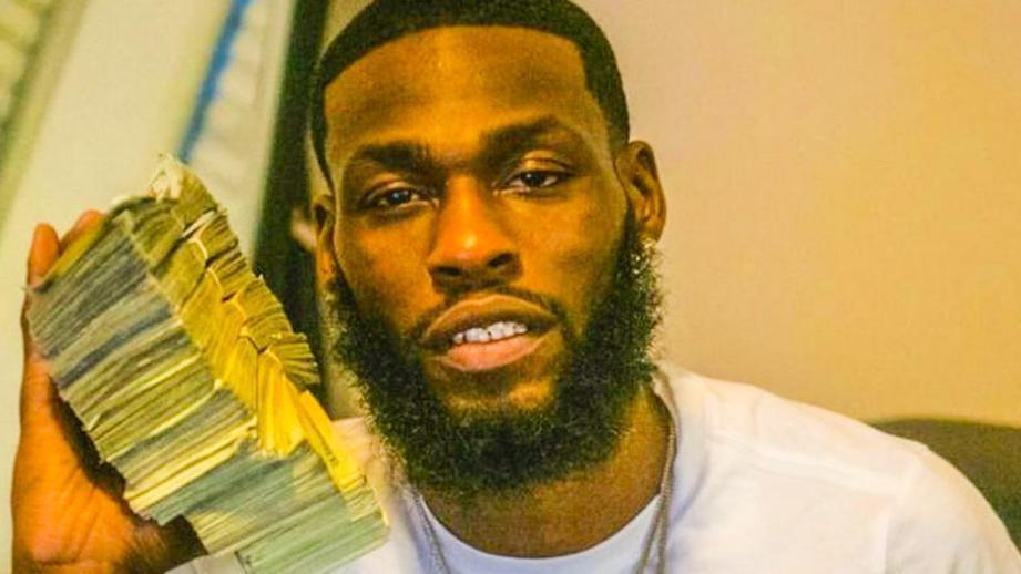 29-летний Арландо Хендерсон опубликовал фото с пачками денег