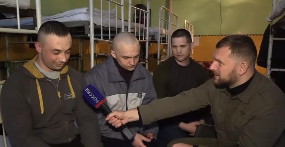 У Киселева показали сюжет с украинцами в плену боевиков/ Скриншот - Youtube, Россия 24