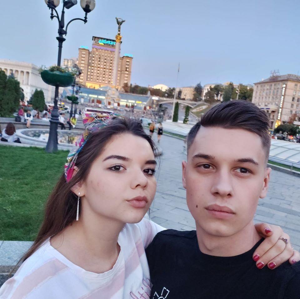 Матрос Андрей Эйдер с девушкой / УНИАН