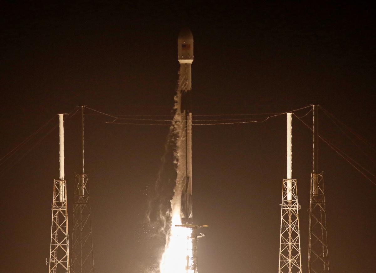 SpaceX запустила ракету-носитель Falcon 9/ REUTERS