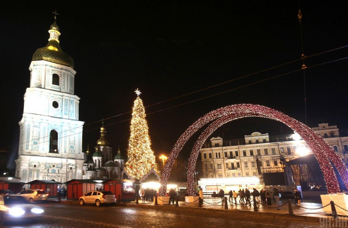 Полицейские будут следить за правопорядком в столице на Рождество / фото УНИАН