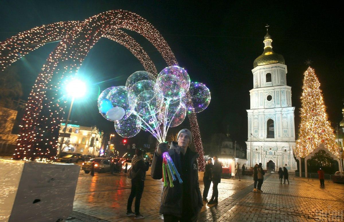 Новый год возле главной елки страны встретили 150 тысяч людей / фото УНИАН