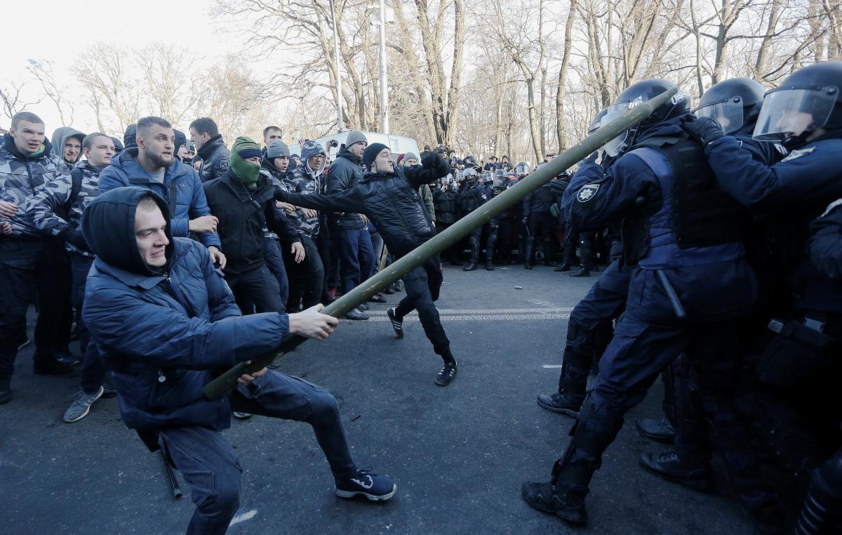 Поліція закликаєучасників акцій не порушувати громадський порядок / фото REUTERS