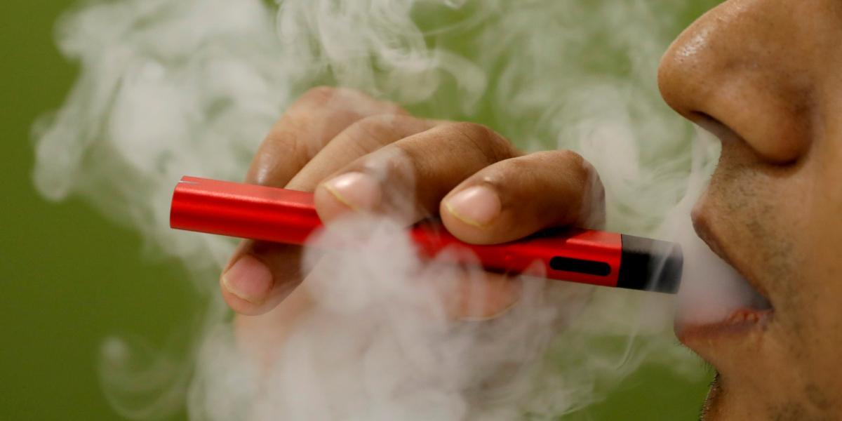 Электронные сигареты не являются полностью безопасными для здоровья / фото REUTERS