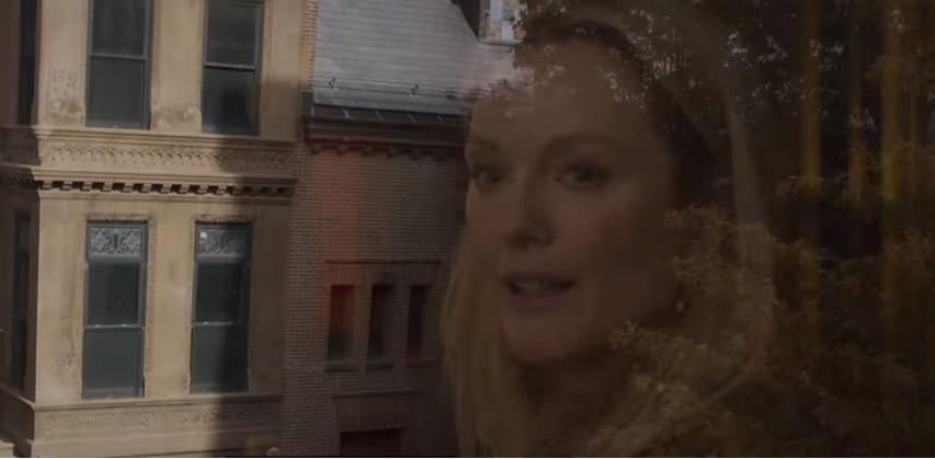В картине также снимается Джулианна Мур \ скриншот с видео
