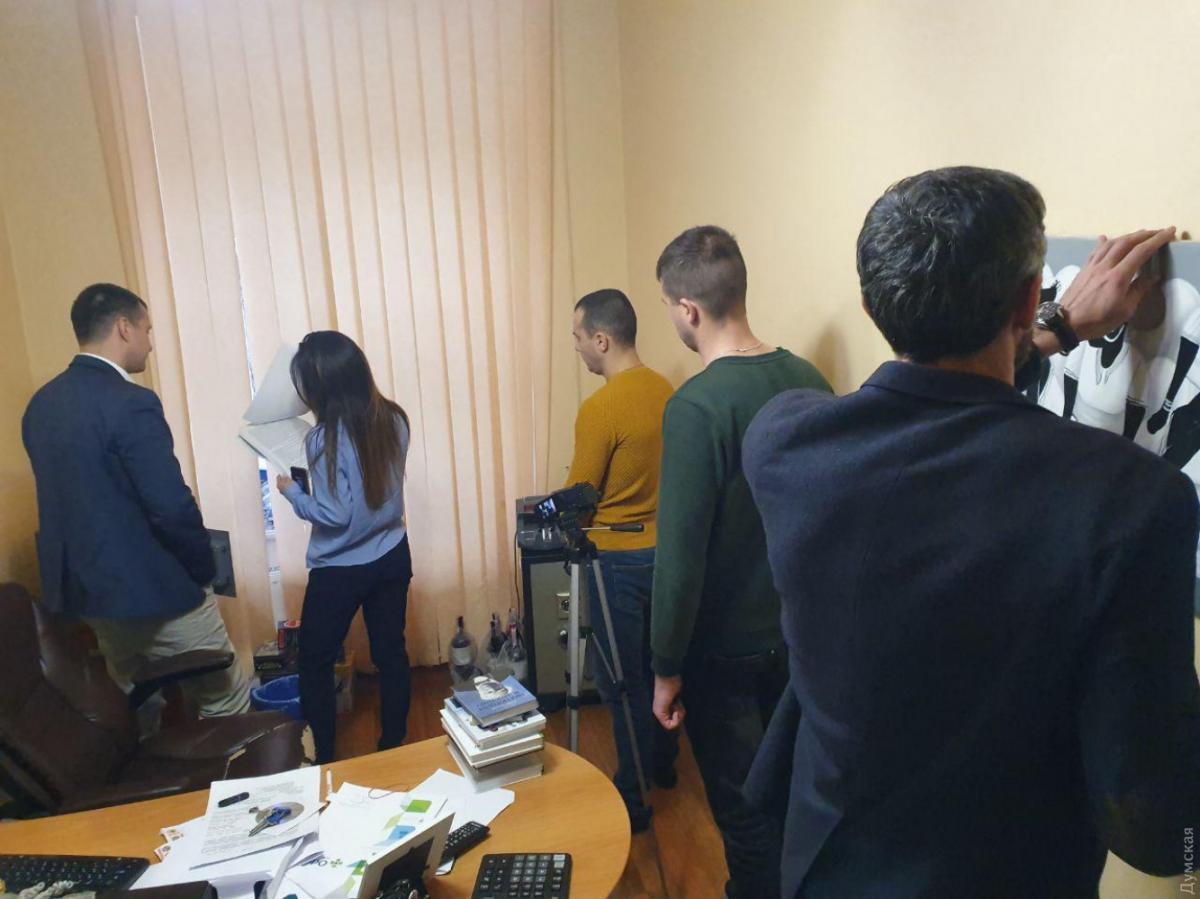 """Одесский телеканал заявил  об обысках / фото: """"Думская"""""""