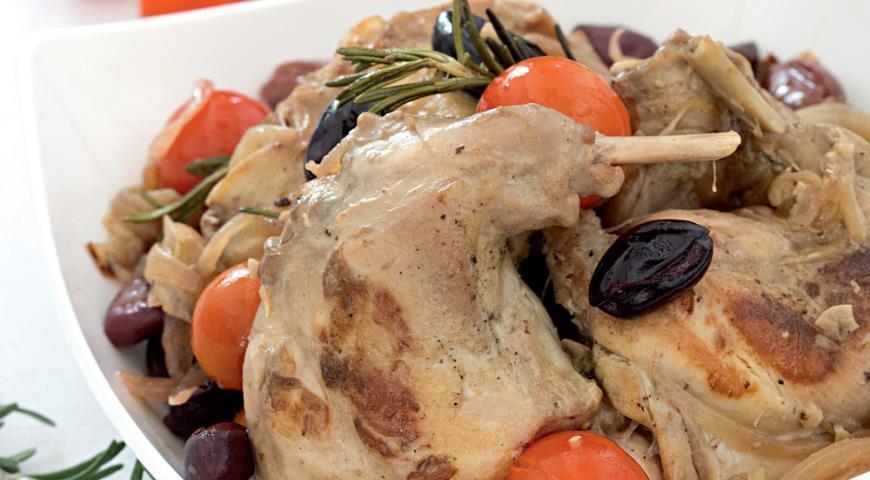Кролик с маслинами и розмарином / gastronom.ru