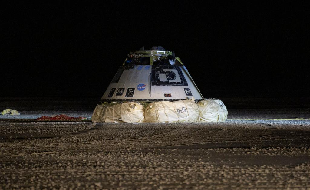 Корабль совершил посадку на полигоне Уайт-Сэндс / twitter.com/NASA