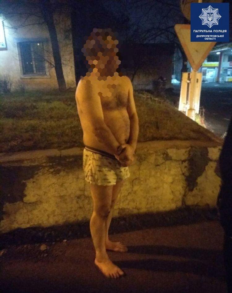 Мужчина пошел домой в трусах / фото НПУ