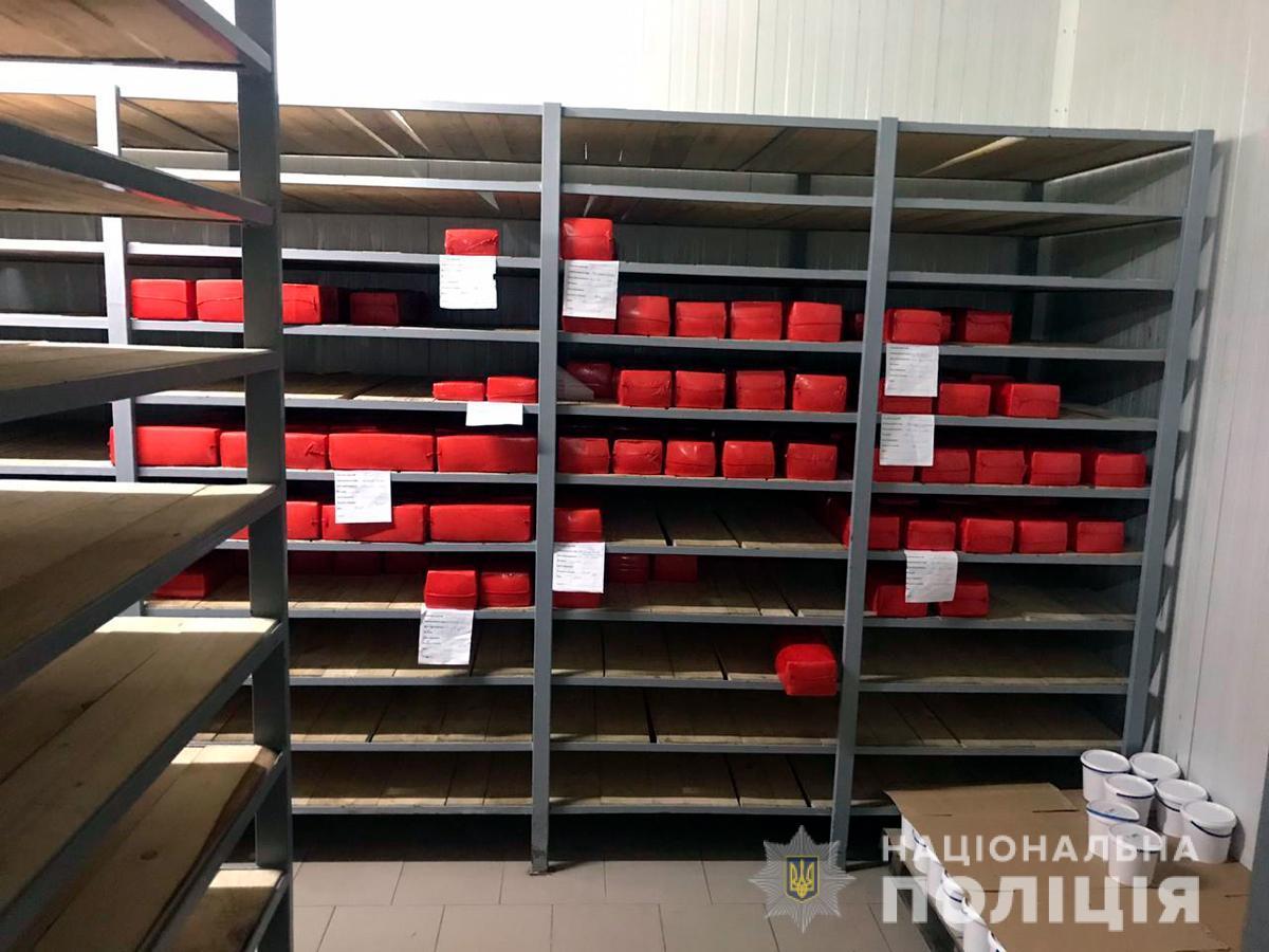 Злоумышленники продавали молочные продукты под видом белорусских торговых марок / фото ГУНП в Черновицкой области