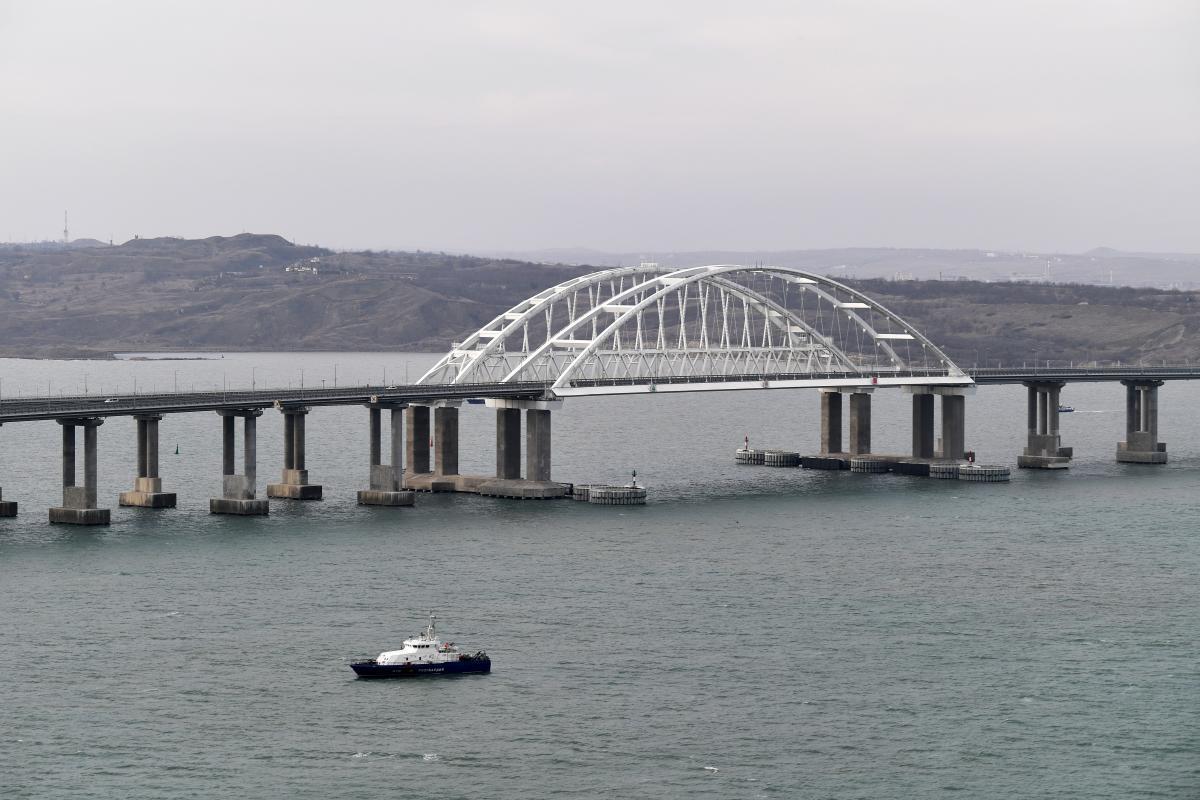 23 декабря Россия завершила строительство железнодорожной части Крымского моста / REUTERS