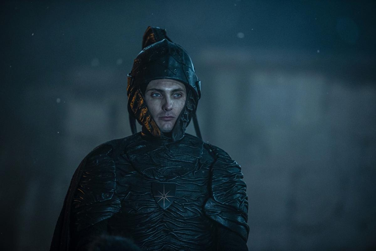 Кагыр в пластиковых доспехах - и этот персонаж будет сниться Цири в кошмарах? / скриншот из трейлера