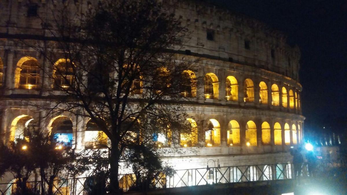 Днем и вечером Колизей выглядит по-разному / фото: Ольга Броскова